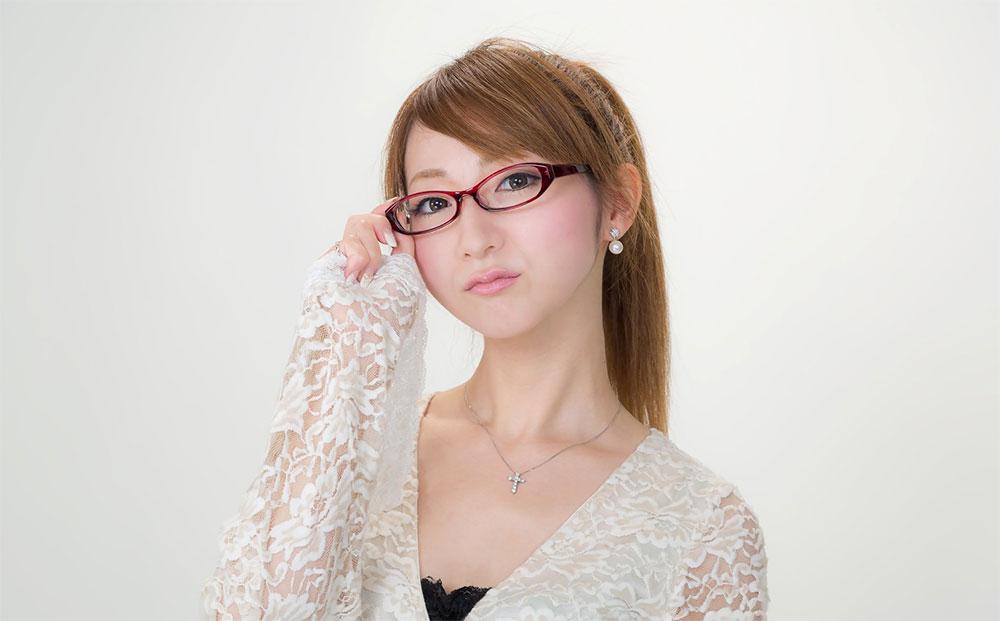 メガネをかけている女の子は?